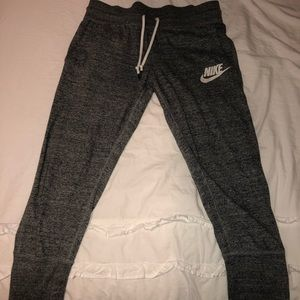 NIKE CROPPED JOGGERS!